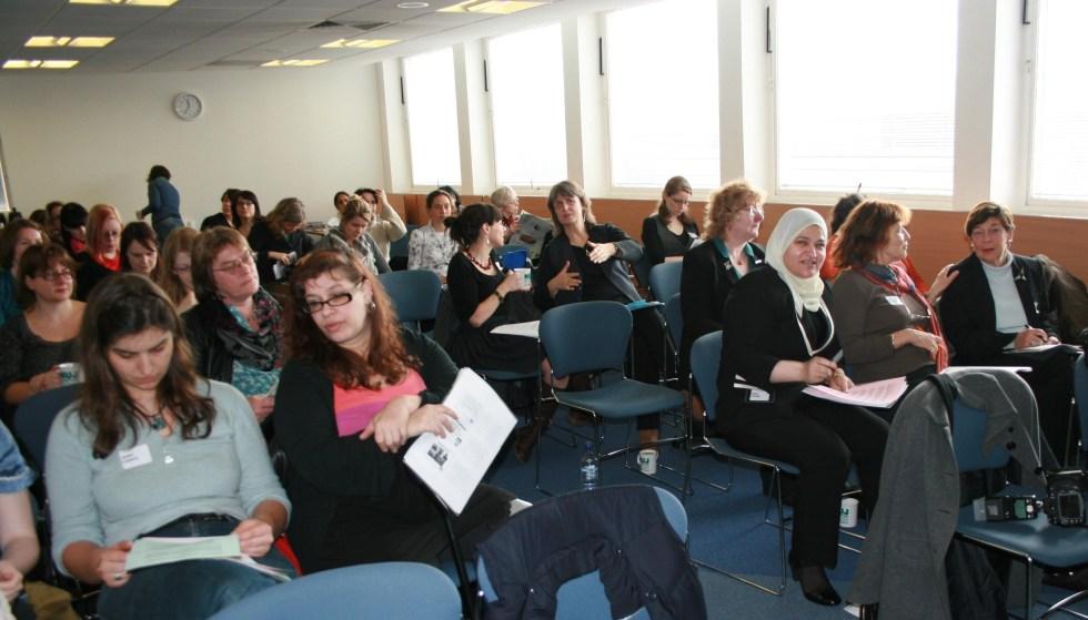 إقبال التميمي ومشاركة في مؤتمر الصحفيات البريطانيات ضد التمييز ضد النساء العاملات في الصحافة